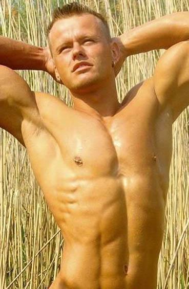 Topless Kellner